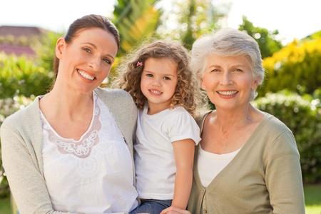 grandmother children: Retrato de una familia mirando la c�mara Foto de archivo