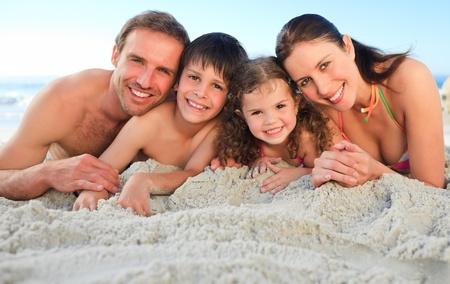 Ehefrauen: Familie am Strand