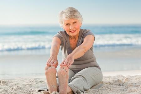 mujeres ancianas: Anciana haciendo sus streches