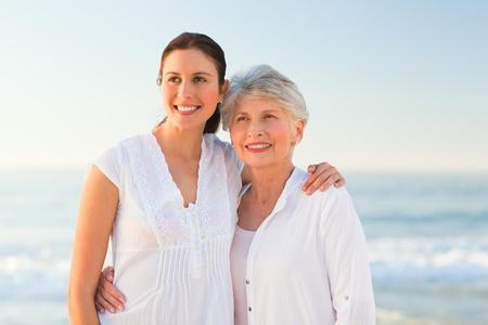 mama e hija: Hija sonriente con su madre