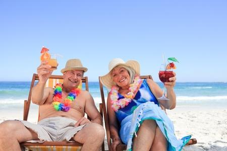 strandstoel: Ouder paar zittend op het dek stoelen