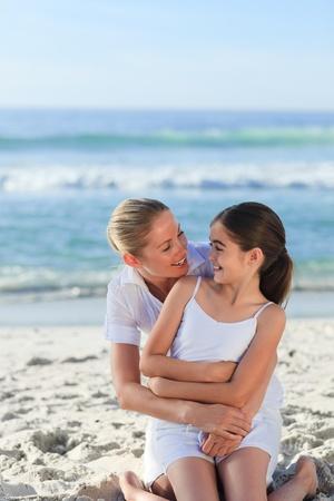 madre con hija: Adorable ni�a con su madre Foto de archivo