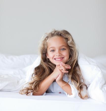 engel: Jolly girl in a bed