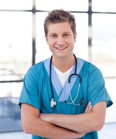 var�n: Apuesto joven enfermero Foto de archivo