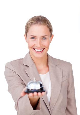 recepcionista: Empresaria radiante sosteniendo una campana