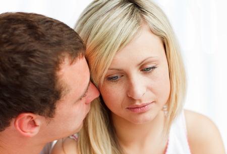 女性に接吻する悲しい男のクローズ アップ 写真素材