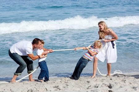 tug: Famiglia tiro allegro gioco di guerra