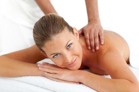tratamientos corporales: Retrato de mujer con un masaje
