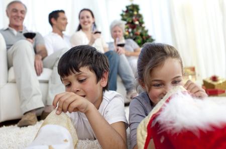 botas de navidad: Los ni�os buscan presenta en botas de Navidad