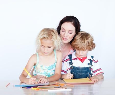 ni�os escribiendo: Madre e hijos escribir juntos