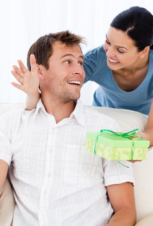 paquet: Amazed man receiving a present from his girlfriend