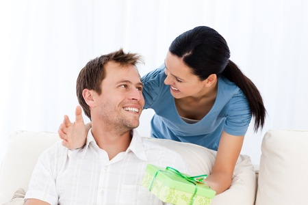 paquet: Happy man receiving a present from his girlfriend Stock Photo