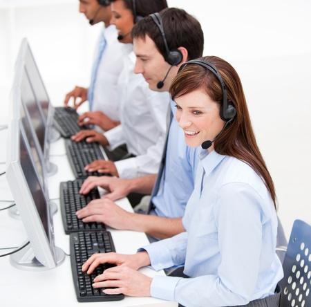 servicio al cliente: Agentes de servicio al cliente conf�a en el trabajo Foto de archivo