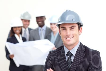 ingeniero: Ingeniero en su equipo en segundo plano