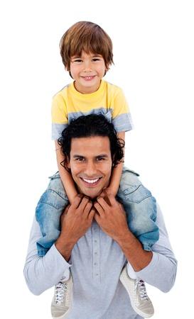 otec: Jolly otec dává svou malou chlapec zádech jízdu