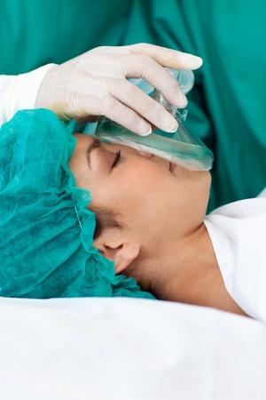 aparato respiratorio: Paciente de sexo femenino de recibir anestesia