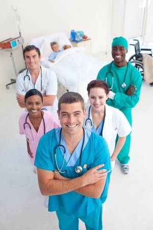 자식 환자와 의료 팀의 높은 각도
