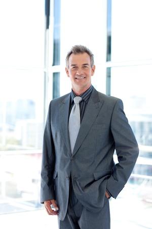 female boss: L�chelnd m�ndig Businessman in office