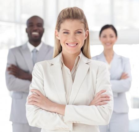 edad media: Equipo de negocios mostrando esp�ritu y expresando su positividad