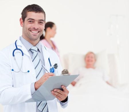 Zuversichtlich Chefarzt in einem Krankenhaus  Stockfoto