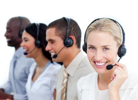 servicio al cliente: Feliz equipo de representante de ventas mirando a la c�mara