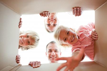 Happy Family Auspacken Boxen  Standard-Bild - 10250345