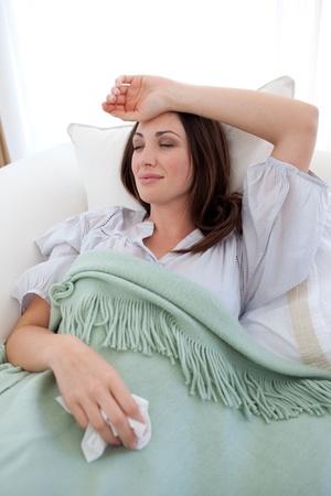 ragazza malata: Giovane donna con l'influenza