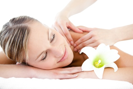 masaje corporal: Retrato de una mujer relajada con un masaje