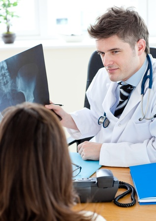 torax: Doctor analyzing an x-ray with a female patient Stock Photo
