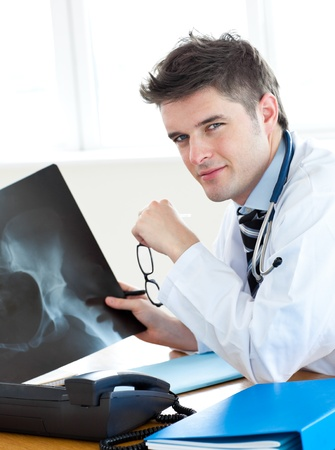 torax: Handsome surgeon analyzing an x-ray with a female patient