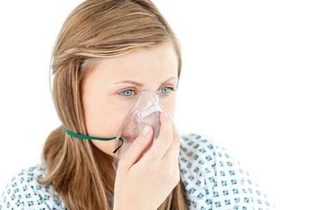 zuurstof: Vrouw jonge patiënt met een masker