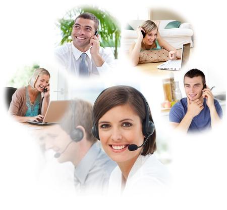 telephone headsets: Los agentes de servicio al cliente con auriculares en un centro de llamadas Foto de archivo