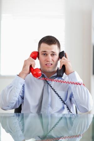 D'affaires a souligné avoir surchargé par le téléphone