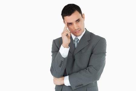 hombre preocupado: Hombre de negocios perdido en pensamientos sobre un fondo blanco Foto de archivo