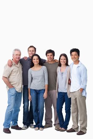 grupo de personas: Sonriente grupo de amigos de pie juntos sobre un fondo blanco