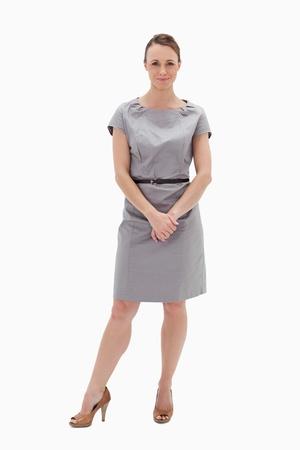 mujer cuerpo completo: Mujer en traje de la celebración de sus manos contra el fondo blanco Foto de archivo