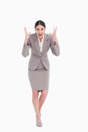 mujer enojada: De negocios enojado gritando sobre un fondo blanco