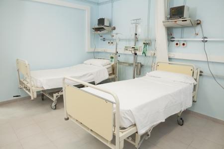 Leeres Schlafzimmer in einem Krankenhaus suchen sterile