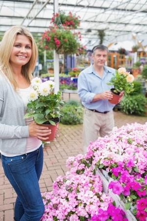 garden center: Couple choosing flowers together in garden center Stock Photo