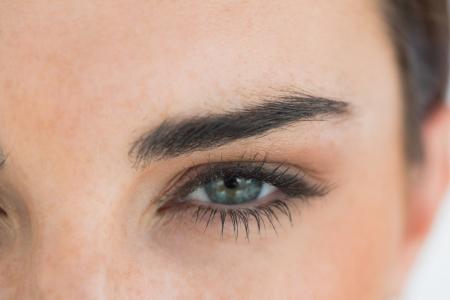 Close-up de la mujer con los ojos azules