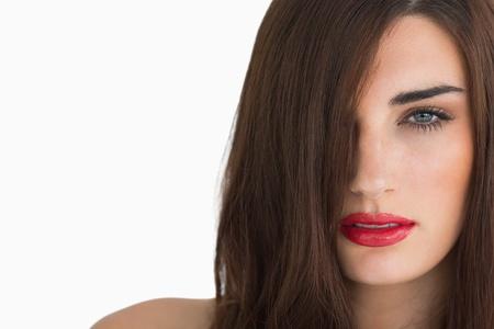 rote lippen: Frau mit roten Lippen und langen Haaren auf wei�em Hintergrund
