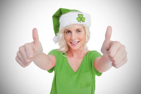 saint patty: St Patricks Day Ragazza dando thumbs up su sfondo vignette