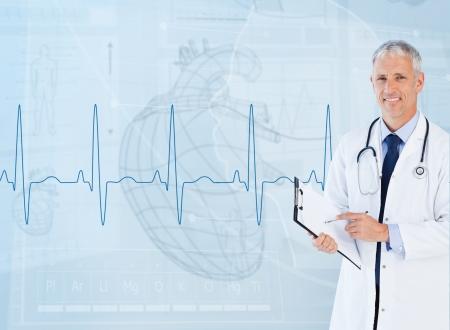 highlighted hair: Ritratto di un cardiologo sorridente contro una interfaccia medica