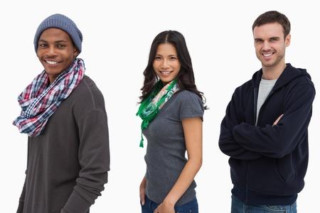 casual hooded top: Los j�venes con estilo en una fila que parece feliz en el fondo blanco