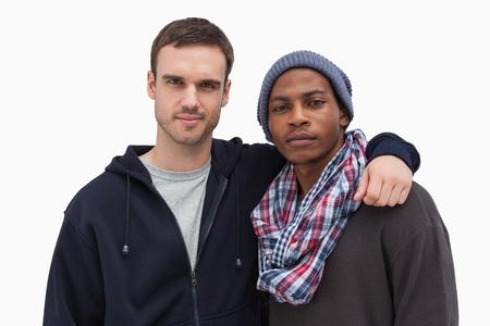 casual hooded top: Dos amigos de moda mirando a la c�mara sobre fondo blanco