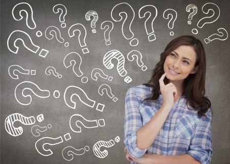 hesitating: Mujer atractiva pensar sobre fondo gris Foto de archivo