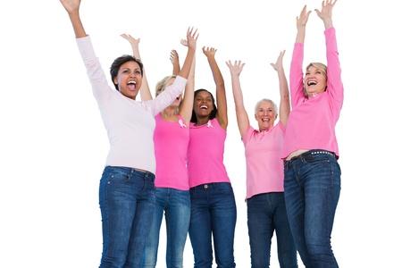cancer de mama: Animando mujeres que llevan cintas de c�ncer de mama en el fondo blanco