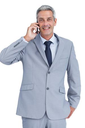 answering phone: Feliz hombre de negocios tel�fono contestador contra el fondo blanco