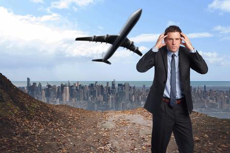 Stressato uomo d'affari con le mani sulla testa contro la grande citt� all'orizzonte photo