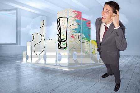 holographic: Pensando d'affari che graffia testa contro soggiorno con nube olografica